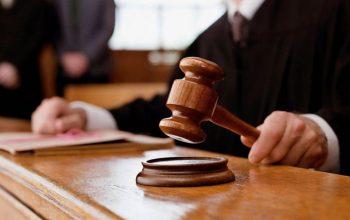 Из зала суда